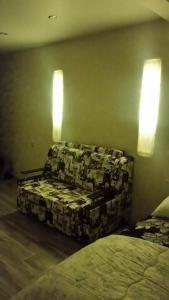 A seating area at Studio on Viktora Usa 4