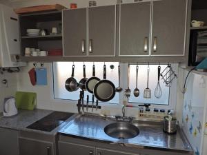 Una cocina o kitchenette en C&N -apt 9