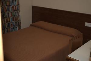 A bed or beds in a room at Alojamiento Casa Juan