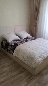 A bed or beds in a room at Studio on Viktora Usa 4