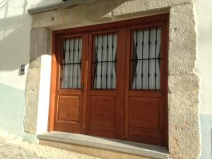 The facade or entrance of Hostal Aranda