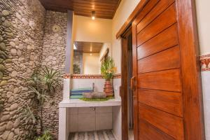 A bathroom at Jagi Villa