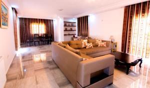 Coin salon dans l'établissement Mahdia Place Apartments