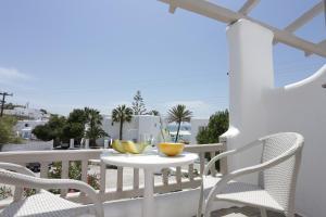 מרפסת או טרסה ב-Mykonos Palace Beach Hotel