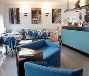 Ein Restaurant oder anderes Speiselokal in der Unterkunft Hotel Picchio