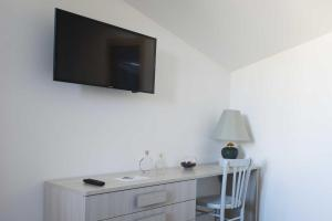 A television and/or entertainment centre at B&B Solimo
