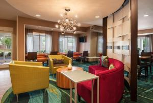 The lounge or bar area at SpringHill Suites by Marriott Baton Rouge South