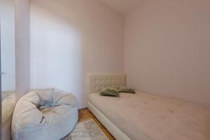 Кровать или кровати в номере hth24 apartments on Italiyanskaya 1