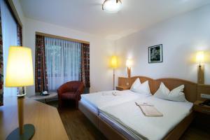 Ein Bett oder Betten in einem Zimmer der Unterkunft Schloss Hotel Zeillern