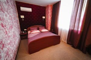 Кровать или кровати в номере Beerloga Hotel