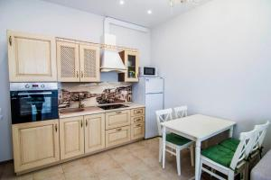 A kitchen or kitchenette at Apartment In Ideal House