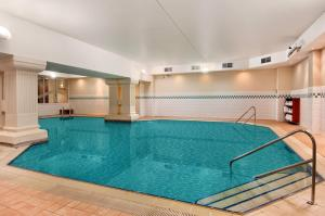 The swimming pool at or close to Hilton Brighton Metropole