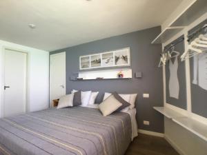 A bed or beds in a room at Apartamentos Privados Beira Mar View
