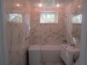 Ванная комната в Апартаменты на Калининградском проспекте 79б