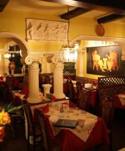 Ein Restaurant oder anderes Speiselokal in der Unterkunft Hotel Goldener Stern