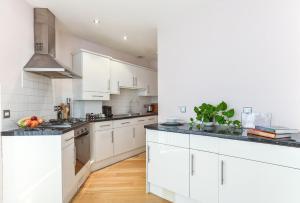 Una cocina o zona de cocina en Fabulous Apartment Central London
