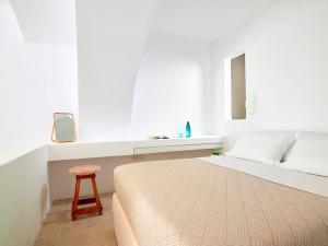Letto o letti in una camera di Unique Milos Suites