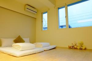 A bed or beds in a room at Buenos Garden Home Stay