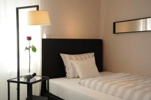 Ein Bett oder Betten in einem Zimmer der Unterkunft Galerie Hotel