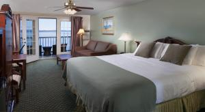 A bed or beds in a room at Atlantic Oceanside Hotel & Conference Center