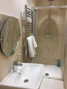 A bathroom at Hazel Residence
