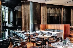 A restaurant or other place to eat at Bulgari Hotel Milano