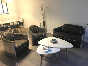 A seating area at L'IDEAL 112 (85m2, 2 chambres, Parking)