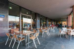 A restaurant or other place to eat at Hotel Ruta de Europa