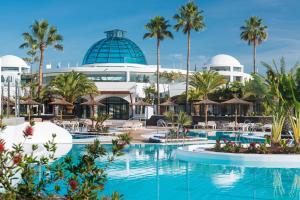 The swimming pool at or close to Elba Lanzarote Royal Village Resort