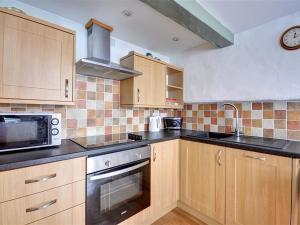A kitchen or kitchenette at Apartment St Ives Apartment