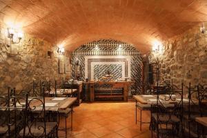 Un restaurante o sitio para comer en Hotel Can Darder
