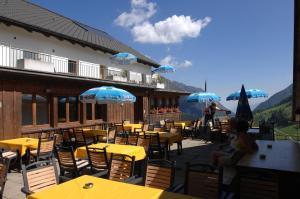 Ein Restaurant oder anderes Speiselokal in der Unterkunft Berggasthaus Sücka