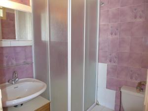 A bathroom at Studio Les Roses