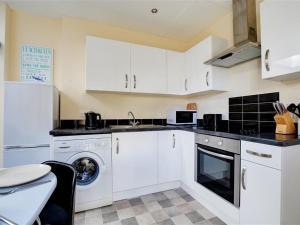 A kitchen or kitchenette at Holiday Home Eglos