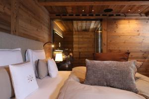 A seating area at SEVERIN*S – The Alpine Retreat