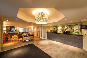 The lobby or reception area at Leonardo Inn Glasgow West End