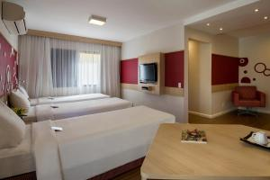 A bed or beds in a room at Mercure Sao Paulo Alamedas