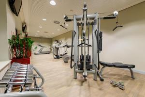 The fitness centre and/or fitness facilities at Novotel München Airport