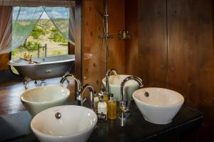 A bathroom at Mahali Mzuri