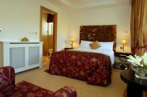 A bed or beds in a room at Fota Island Resort 3 Bed Courseside Lodges