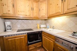 A kitchen or kitchenette at Hibou
