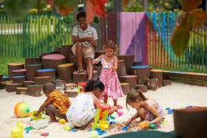 Дети в DoubleTree by Hilton Fiji - Sonaisali Island