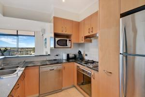 A kitchen or kitchenette at Crystal Waters 15