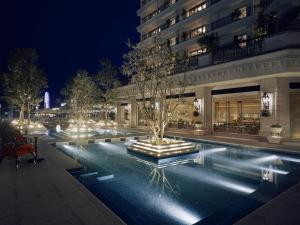The swimming pool at or near Hotel La Suite Kobe Harborland