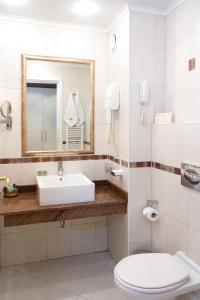 A bathroom at Hill Hotel