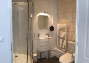 A bathroom at La Maison Du Pont