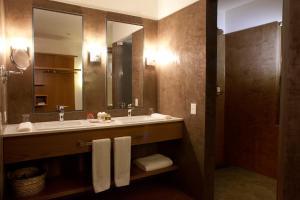 A bathroom at Puerto Valle Hotel de Esteros