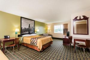 A bed or beds in a room at Super 8 by Wyndham Mt. Carmel IL