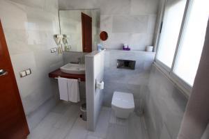 A bathroom at Hotel Miramar