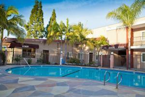 The swimming pool at or near Budget Inn Anaheim near Disneyland Drive
